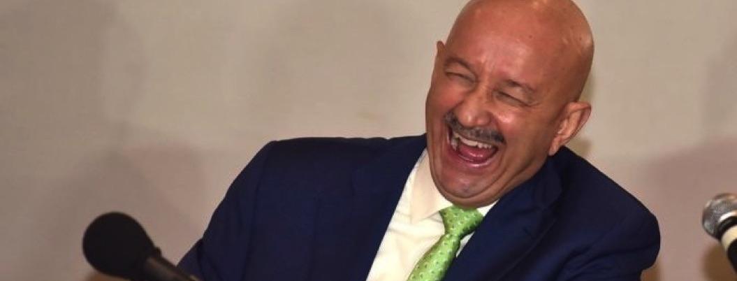 """Salinas se la pasa divino bailando """"Como la flor"""", sin remordimientos"""