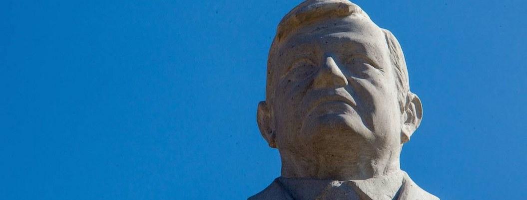 Escultura de AMLO dará bienvenida a visitantes a Querétaro