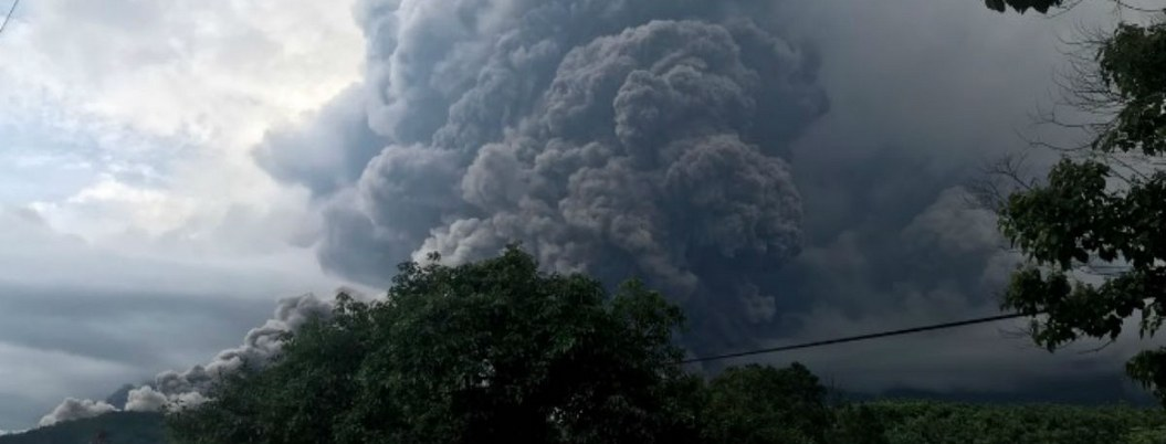 Evacuan a miles de Guatemala ante riesgo de erupción del volcán de Fuego