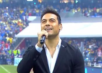 Carlos Rivera entona sin equivocarse el Himno Nacional en la Liga MX 4