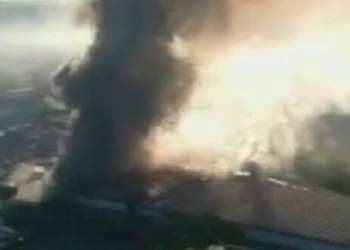 Roma envuelta por nube tóxica por incendio en basurero 1