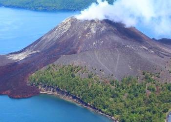 Pierde volcán Anak Krakatoa dos tercios de su altura 9