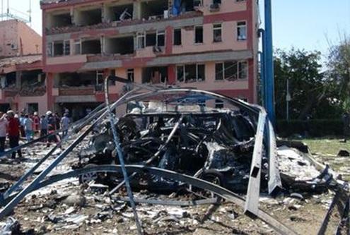 Suma 20 muertos por doble atentado en Somalia 1