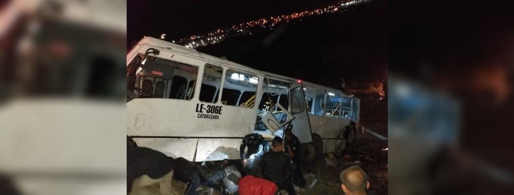 Cae autobús a barranco en León, Guanajuato; nueve muertos