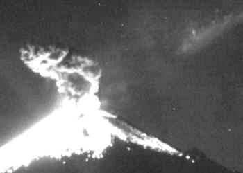 Cae meteoro muy cerca del volcán Popocatépetl  VIDEO 1