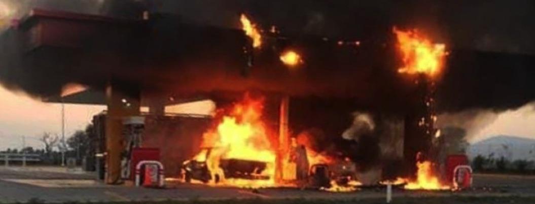 Gasolinera se incendia en Ocotlán, Jalisco
