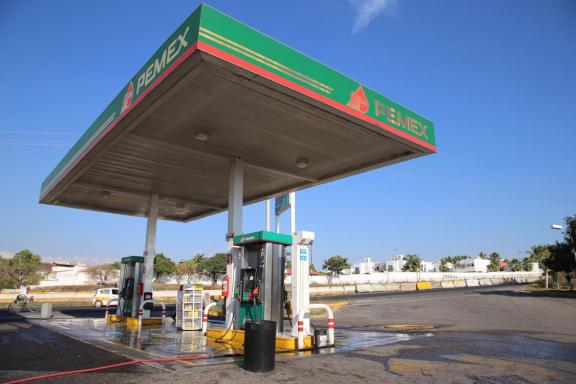 Chilangos provocan escasez de gasolina en Morelos (video) 2