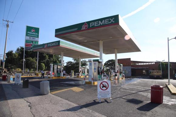 Chilangos provocan escasez de gasolina en Morelos (video) 1