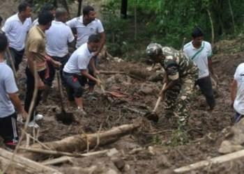 Mueren 15 personas en deslizamiento de tierra en Indonesia 1