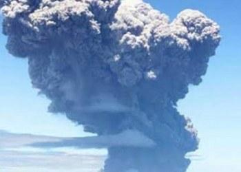 Volcán hace erupción en la isla japonesa de Kuchinoerabu 1