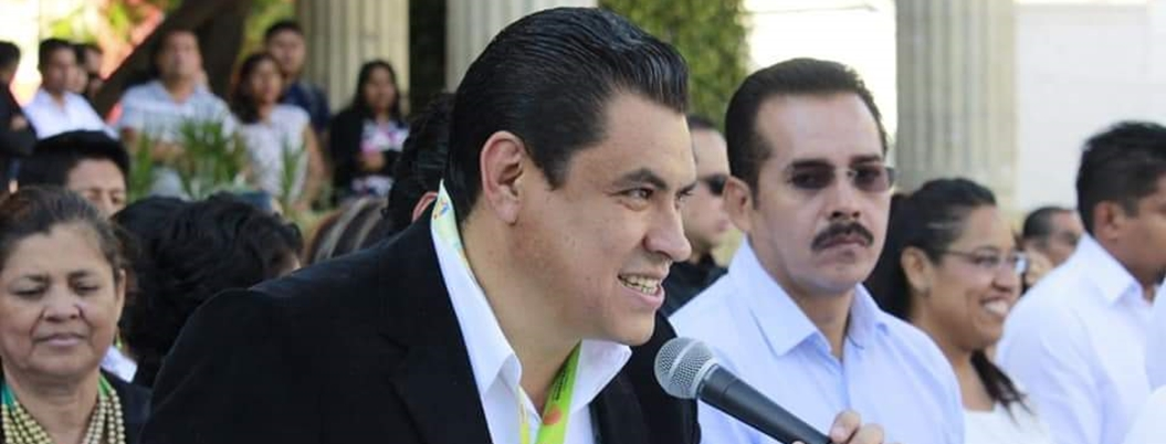 Alcalde se encierra en Ayuntamiento y oculta corrupción en presupuesto