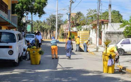 La brigada liberó vías de basura