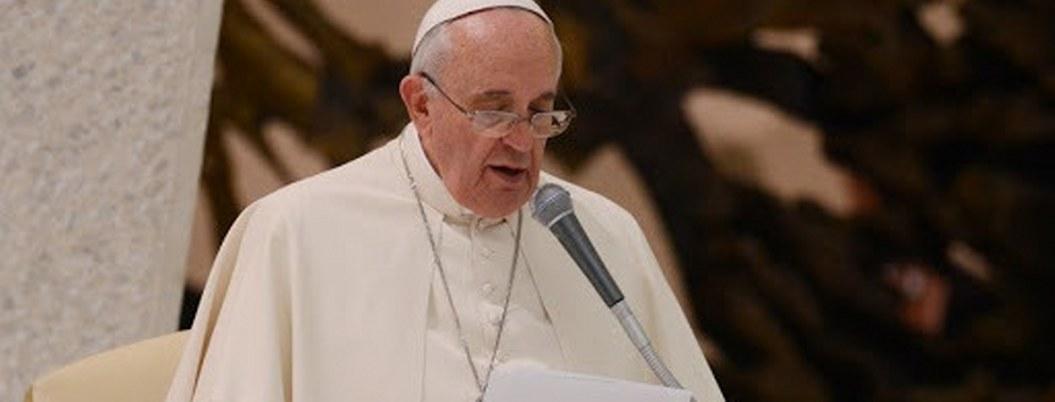 """Papa pide luchar contra el """"abominable"""" abuso infantil en el mundo"""