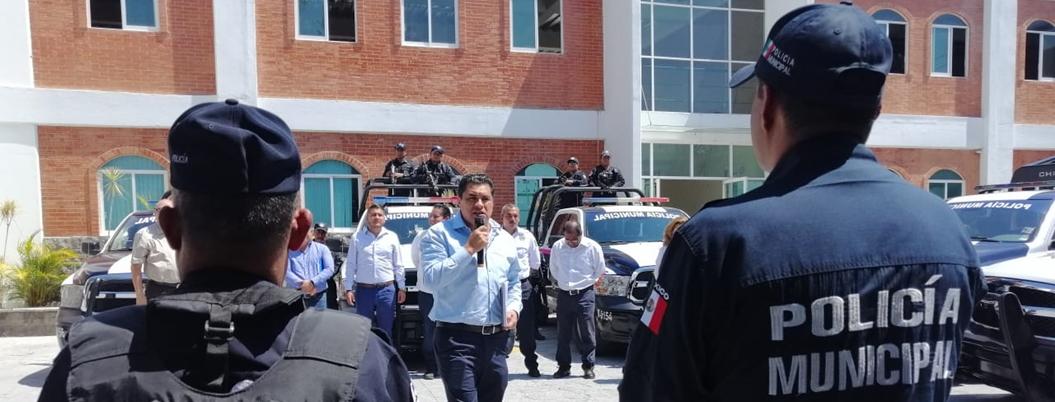 Gaspar pide a policías que se porten bien y dignifiquen la profesión