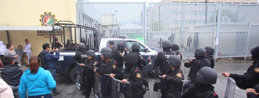Familiares de reos ingresan al penal de Topo Chico