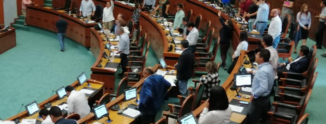 Morena y PRI cruzan acusaciones por parálisis en Congreso de Guerrero