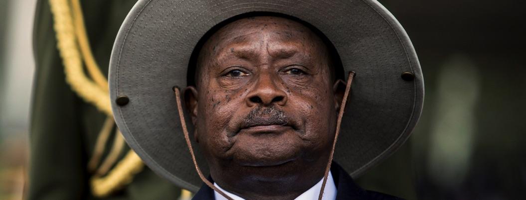 Progresista presidente de Uganda pretende prohibir el sexo oral