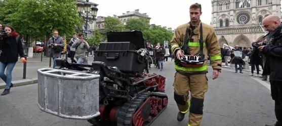 """""""Colossus"""", el robot clave para controlar el incendio de Notre Dame"""