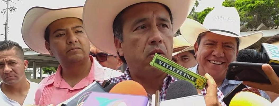 """Cuitláhuac hace comedia y ofrece vitacilina a Yunes """"para el ardor"""""""
