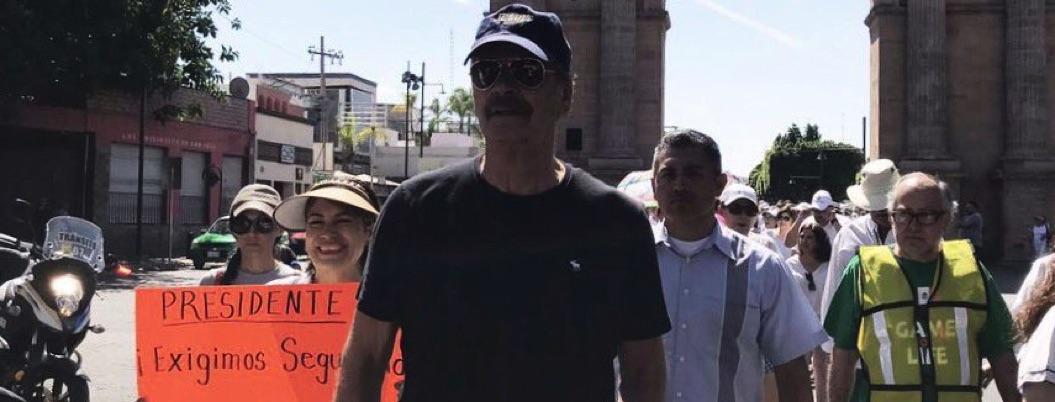 Fox marcha contra AMLO cuidado por guardias que le dio Obrador