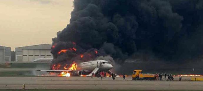 Al menos 13 muertos tras aterrizaje forzado en Moscú