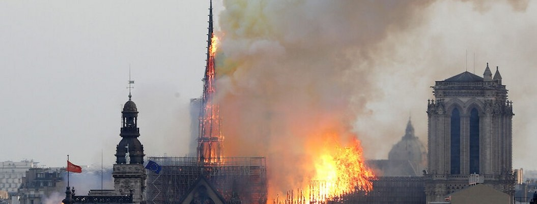 """Notre Dame tras incendio es un """"riesgo para la salud"""" por plomo"""