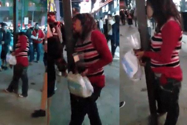 Besa a un poste por creer que era su novio | VIDEO