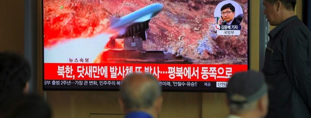 Corea del Norte dispara misiles mientras el emisario de EU visita Seúl