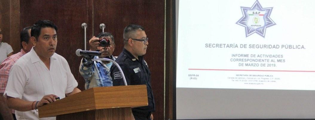 """Insuficientes 2 mil policías para """"cuidar"""" todo Acapulco: secretario"""