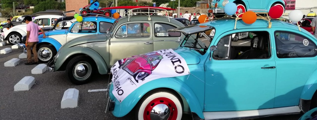 Celebran en Chilpancingo el Día Mundial del Vocho con desfile
