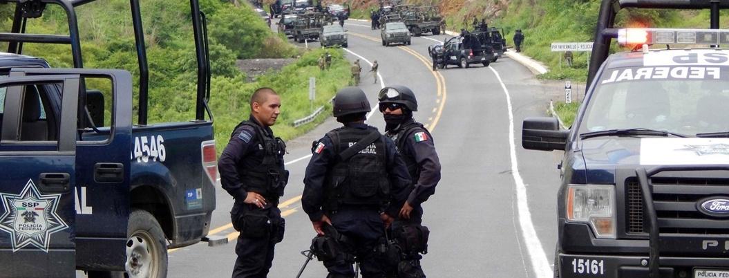 """""""Policías Federales quieren seguir como fifís"""": comisionado del INM"""