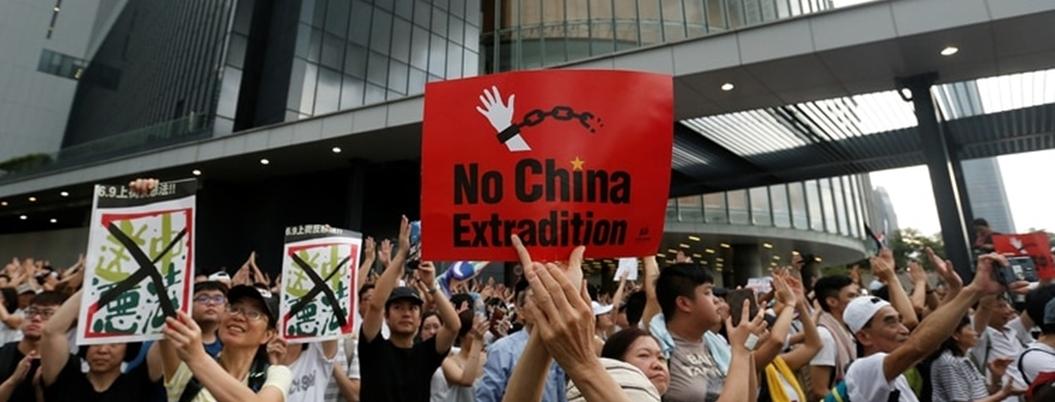 Hong Kong suspende ley de extradición a China