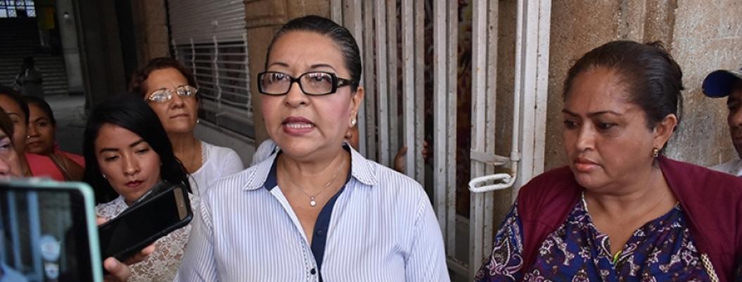 Síndica pasa estafeta a Adela para resolver paro sindical