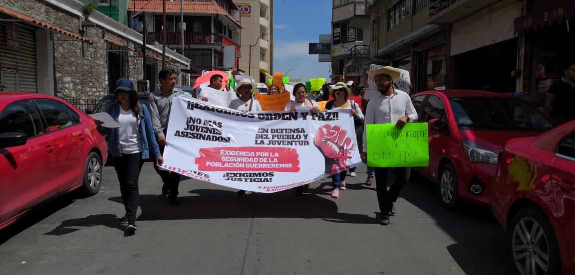 """""""Orden y Paz prometido en campaña"""", exigen con marcha en Chilpancingo"""