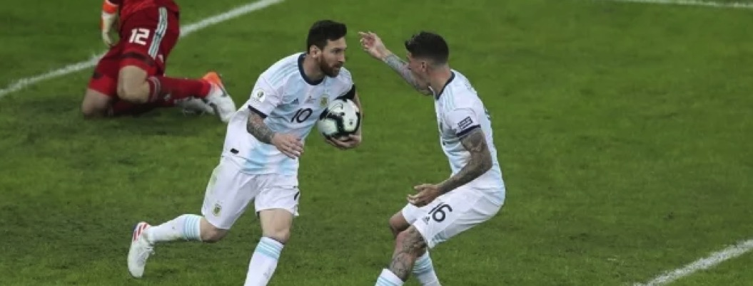 Messi impide el derrumbe de Argentina; rescata empate ante Paraguay