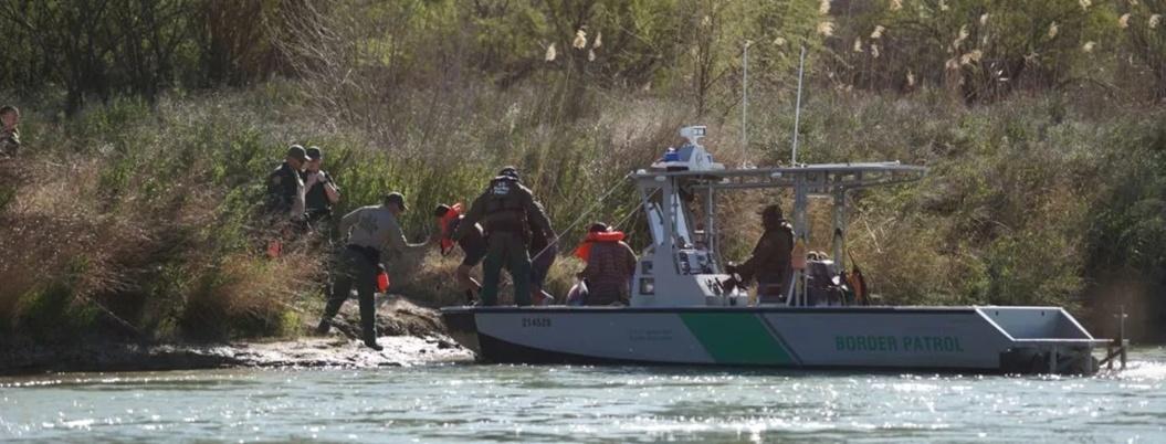 Hallan cuerpos de padre e hija migrantes ahogados en el Río Bravo
