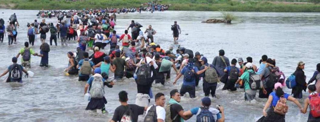 Hallan muertos a 7 migrantes en frontera entre EU y México; hay niños