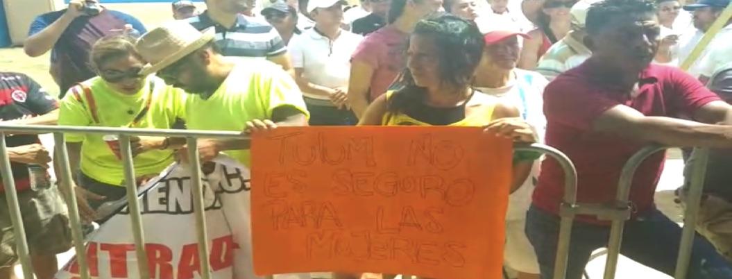 Protestas por inseguridad y problemas ejidales reciben a AMLO en Tulum