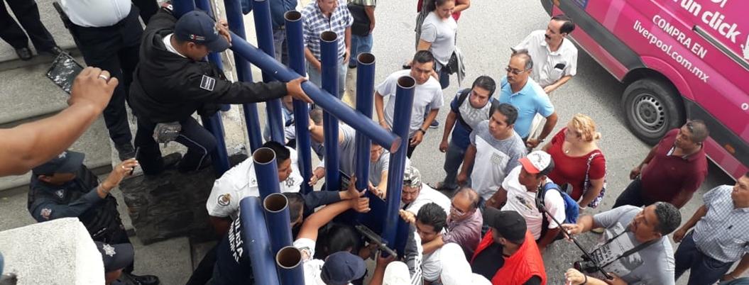 Sindicalizados se confrontan con agentes de Tránsito en Chilpancingo
