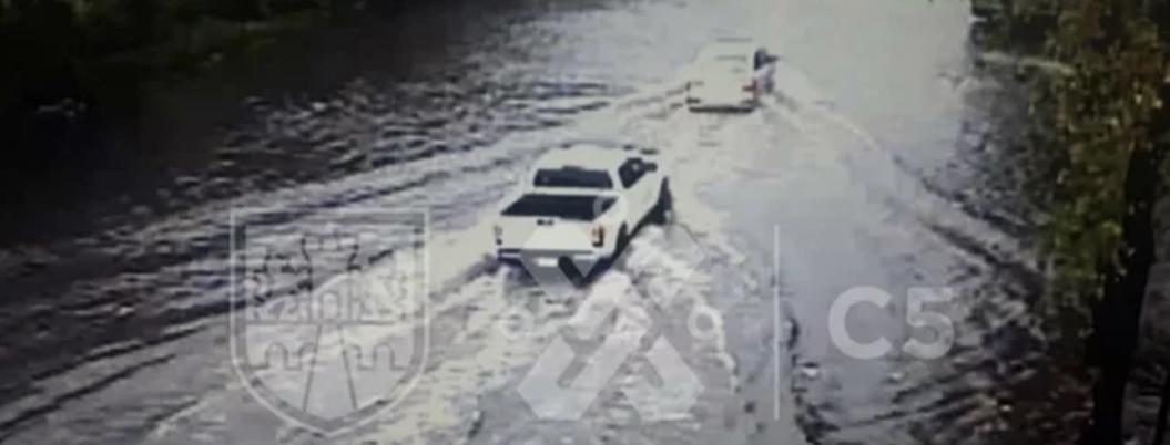 Aguas negras invanden las calles de la Gustavo A. Madero en CDMX