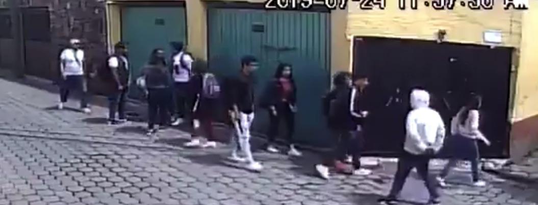 Asaltan delincuentes a una decena de estudiantes en CDMX| VIDEO