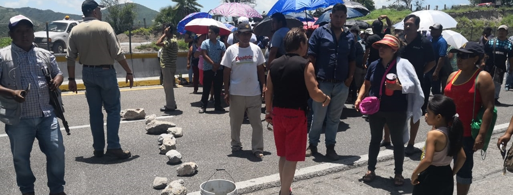 Habitantes del Nuevo Mirador bloquean la Autopista del Sol