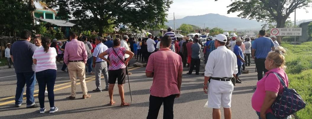 Campesinos bloquean carreteras de San Marcos y Cualác por fertilizante