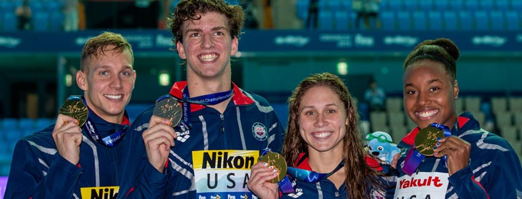 Equipo mixto de nado libre de EU rompe récord mundial en 4x100