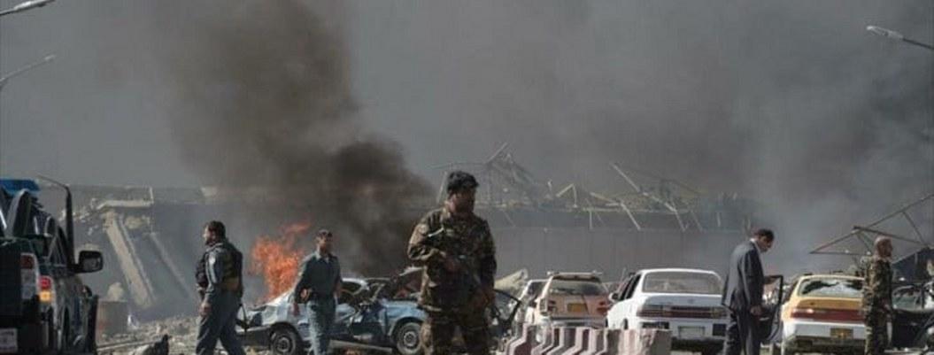 Mueren 34 personas al estallar bomba al paso de autobús en Afganistán