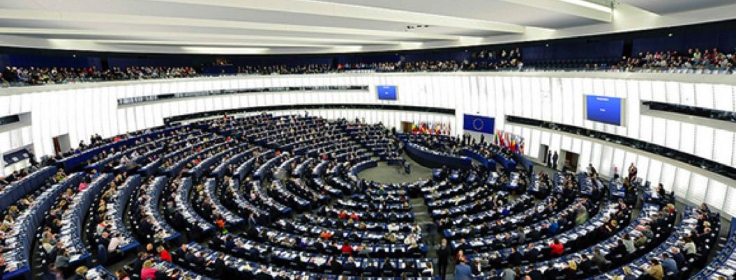 Parlamento Europeo reprueba la política migratoria de Donal Trump