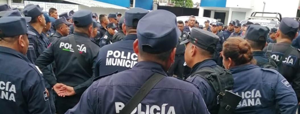 Policías de Acapulco protestan por nuevos horarios de trabajo