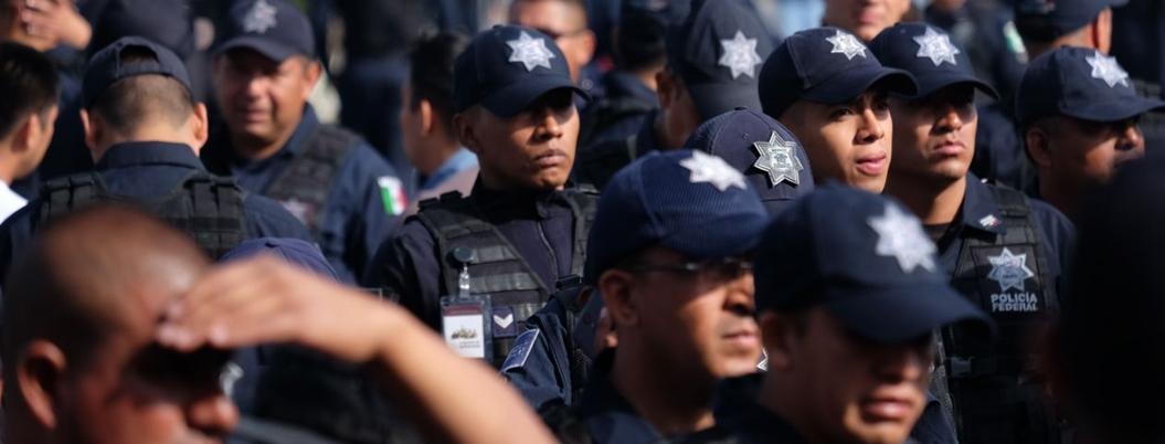 Inconformes, policías federales representados por Enrique Carpizo