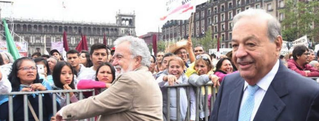 Carlos Slim da espaldarazo a AMLO y asiste a su fiesta en el Zócalo