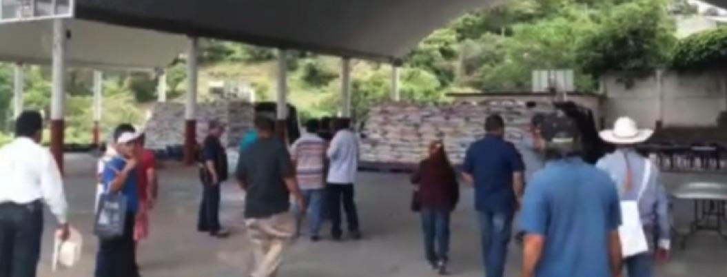 Habitantes del municipio de Taxco saquean bodega de fertilizante